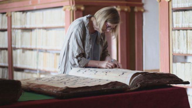 Retterin des Wissens: Spanierin restauriert 400 Bücher