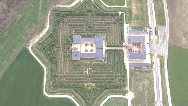 Irrer Aufwand: Größtes Labyrinth der Welt macht Arbeit